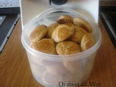 """Olá!! Hoje fiz estes biscoitos pela primeira vez. O marido não vive sem os biscoitos da """"Mizé""""...não podem acabar cá em casa, e com uma Bimb..."""