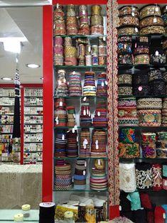 El blog de Georgina: Estamos aquí.... Diy Fabric Jewellery, Textile Jewelry, Burgundy Bag, Woven Belt, Boho Bags, Fashion Sewing, Projects To Try, Diy Bags, Fancy