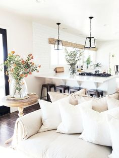 Cool 45 Beautiful Minimalist Home Decor Ideas https://homearchite.com/2017/08/17/45-beautiful-minimalist-home-decor-ideas/