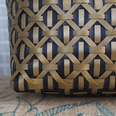 Paper Weaving, Weaving Textiles, Weaving Art, Weaving Patterns, Leather Weaving, Leather Craft, Ribbon Art, Modern Embroidery, Leather Bags Handmade