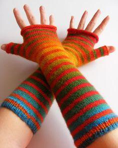 Stripey armwarmers using graduating fingering weight sock yarn - schoppel-wolle zauberball. Fingerless Gloves Knitted, Knit Mittens, Knitting Socks, Hand Knitting, Knitting Patterns, Crochet Patterns, Wrist Warmers, Hand Warmers, Yarn Bracelets