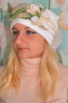 """Купить Весенняя шапочка """"Нежные розы"""". - цветочный, молочный, весенняя шапка, валяние из шерсти"""