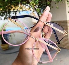 Gentle Blue offer amazingly stylish computer glasses that protect your eyes against blue light Glasses Frames Trendy, Cool Glasses, New Glasses, Glasses Trends, Lunette Style, Fashion Eye Glasses, Eyewear, Sunglasses Women, Computer Glasses