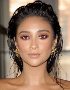 Wet hair: the beauty trend that leaves your look modern .- Cabelo molhado: a trend de beleza que deixa seu visual moderninho Wet hair: the beauty trend that leaves your look modern – Shay Mitchell, left reddish, -
