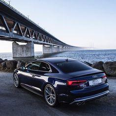 9,885 вподобань, 23 коментарів – Audi Deutschland (@audi_de) в Instagram: «Ein Traum in Navarrablau. @auditography unterwegs im Audi S5 Coupé. Kraftstoffverbrauch…»