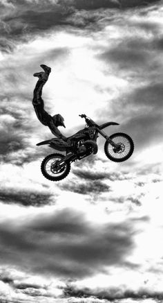 (notitle) - Noir et blanc - Motocross Videos, Motocross Girls, Ktm Dirt Bikes, Cool Dirt Bikes, Dirt Biking, Dirt Bike Girl, Girl Motorcycle, Motorcycle Quotes, Motorcycle Touring