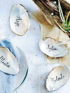 Was macht man mit den ganzen Muscheln, die man am Strand findet? Eine tolle Platzkarte!