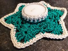 Lindevrouwsweb: Waxinelichthouder Haakpatroon Christmas Crochet Patterns, Crochet Ideas, Candels, Tea Light Holder, Merry Xmas, Tea Lights, Candle Holders, Tissue Holders, Knit Crochet