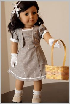 Beautiful 1930s  spring outfit. Dollhouse Designs    Love the gloves!