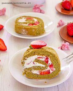 Matcha Roll Cake - Japanese Dessert. Rotolo dolce giapponese aromatizzato al thè Matcha ripieno di panna e fragole #GiappoRicette