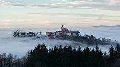 """Oberhalb des Nebels (St. Michael am Bruckbach) Belichtungszeit: 1/100 s Blende: f/7.1 ISO: 400 Brennweite: 86 mm."" (Bild: Kurt Zehetner)"