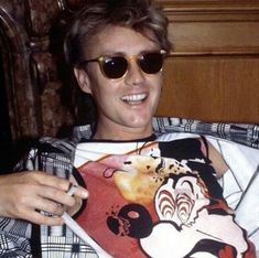 this is one of my favorite photos of roger he's just so cute Screaming Girl, Roger Taylor Queen, Ben Hardy, Greatest Rock Bands, Drummer Boy, Queen Band, Brian May, John Deacon, Killer Queen