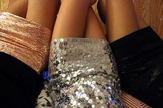 love glitter and sequins Sparkly Skirt, Sequin Skirt, Sparkly Dresses, Sparkly Clothes, Silver Skirt, Pretty Clothes, Beautiful Clothes, Cute Skirts, Mini Skirts