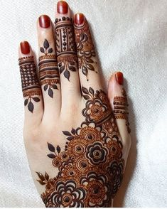 Simple Mehndi Designs 2018 for Hands Back Hand Mehndi Designs, Finger Henna Designs, Legs Mehndi Design, Henna Art Designs, Stylish Mehndi Designs, Mehndi Designs For Girls, Mehndi Design Pictures, Wedding Mehndi Designs, Mehndi Designs For Fingers