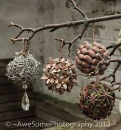 Cheap and Easy Christmas Decorations for Living Room - Pine Cone Ornaments Woodland Christmas, Noel Christmas, Rustic Christmas, Christmas Holiday, Christmas Ideas, Deco Noel Nature, Natal Natural, Diy And Crafts, Christmas Crafts