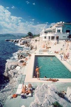 Sick of the beach weather yet? We didn't think so. How'd you like to be swimming at the Hotel Du Cap Eden Roc in the south of France?