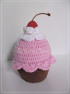 <3 Cupcake Strawberry <3 Hummmmmmmmm, delícia! Encomendinha saindo do forno. :) www.recantodasborboletas-simoninha.blogspot.com.br