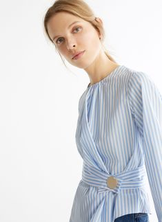 Striped shirt with gold snap buttons UTERQUE Modest Fashion, Fashion Dresses, London College Of Fashion, Overall Dress, Fashion Room, Blouse Styles, Minimal Fashion, Simple Outfits, Fashion 2020