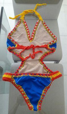 Bom dia, achei estes body muito bonitos com enfeites de elásticos coloridos e crochet, Pinterest
