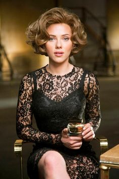 What do you think? Scarlett And Jo, Black Widow Scarlett, Hot Actresses, Beautiful Actresses, Scarlett Johansson Hairstyle, Actrices Sexy, Natasha Romanoff, Gal Gadot, Celebs