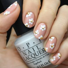 What could possibly be sweeter than a pretty flower crown and sunny day?! This week's Pink and White Flower Nail of course! Find the tutorial on the blog!