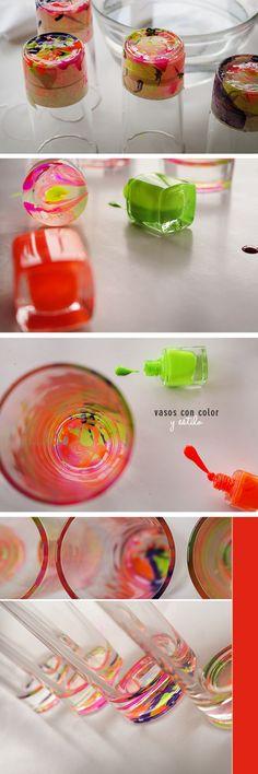 vasos con esmalte / glass and nail polish