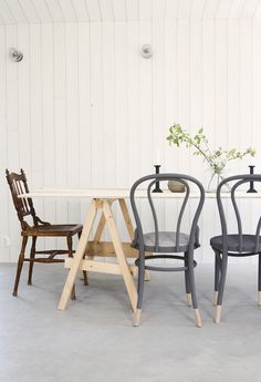 mismatched dining chairs / barefoot styling