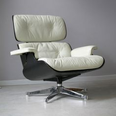 Art of Vintage: Vintage Charles and Ray Eames Lounge Chair 670