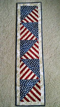 Striped Table Runner, Table Runner And Placemats, Crochet Table Runner, Table Runner Pattern, Quilting Projects, Quilting Designs, Sewing Projects, Quilt Design, Quilting Tips