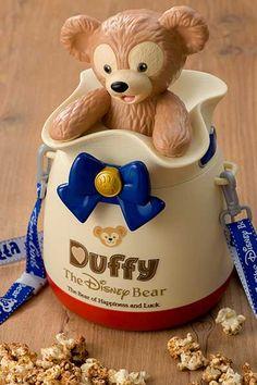 東京ディズニーシーのケープコッドに登場するディズニーベアのダッフィー(Duffy)のサイト。ダッフィーのストーリーやグッズやメニューの情報、TVCMやイベント情報などをご紹介します