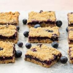 Blueberry Oatmeal Crumb Bars made with fresh blueberries, oats, and with a crumb topping. #breakfast #recipes