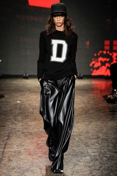 DKNY Autumn Winter ready to wear. New York Fashion Week Fashion Week, Love Fashion, Runway Fashion, Fashion Show, Fashion Design, Review Fashion, Athleisure, Dona Karan, Fashion Slogans