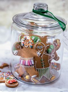 Unique Cookie Jars That You Won't Be Able To Keep Your Hands Out Of DIY Projects There are a variety of cookie jars that you can use to make amazing cookies. If you do not have a lot of money to spend, you can just use a plain old . Christmas Gingerbread House, Gingerbread Man, Gingerbread Cookies, Christmas Cookies, Christmas Baking, Christmas Holidays, Jar Food Gifts, Ricardo Recipe, Winter Wonderland Party