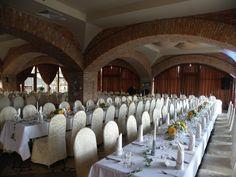 Oferujemy komfortowo urządzone pokoje hotelowe oraz miejsce do organizacji przyjęć weselnych, konferencji i szkoleń dla firm. Posiadamy dobrze wyposażony ogród, dzięki któremu przyjęcia urządzane latem przybierają wyjątkową oprawę. Zapraszamy do kontaktu.