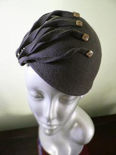 Main taupe bloqué bonnet de laine avec boutons Vintage what a lovely idea!