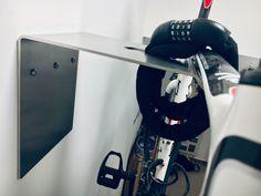 dekorativ  Gummistreifen schützt den Lack vor Beschädigungen  Stauraum für Fahrradzubehör (Helm etc.)  trägt problemlos Fahrräder bis 20 kg  Maximale Lenkerbreite: 50 cm  Langloch bietet die Möglichkeit, ein Fahrrad direkt an dem Fahrradträger abzusperren um es zusätzlich vor Diebstahl zu schützen.  Material: Edelstahl-Blech 4 mm, Stahlblech 4 mm  Fahrradmöbel Fahrradständer Bike Rack Bike Storage Bike Wall Hanging Rennrad Retrofahrrad Fahrrad-Wandhalter Wandregal Bike Wall, Rack Bike, Hair Dryer, Berlin Mitte, Road Bike, Hang In There, Hair Diffuser