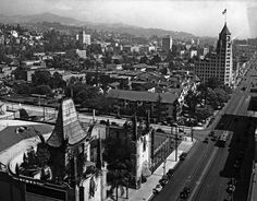 View of Hollywood Boulevard looking east from the top of the Roosevelt Hotel. Grauman's Chinese Theater is seen across the street (lower left). In the distance, the tallest building is the First National Bank. Hollywood Hotel, Hollywood Boulevard, Golden Age Of Hollywood, Vintage Hollywood, Classic Hollywood, Hollywood Studios, Old Photos, Vintage Photos, Vintage Photographs