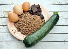 Einige Zutaten für den saftigen Zucchinikuchen nach diesem Rezept