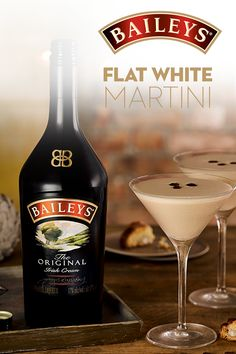 Discover the premium quality of Baileys Original Irish Cream. Learn more about our history, find delicious drink recipes and explore the many tempting flavors. Cocktail Drinks, Fun Drinks, Yummy Drinks, Cocktail Recipes, Cocktail Shaker, Cocktails With Baileys, Beverages, Keto Friendly Desserts, Low Carb Desserts
