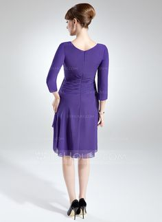 Sheath/Column V-neck Knee-Length Chiffon Mother of the Bride Dress With Appliques Sequins Cascading Ruffles (008005690)