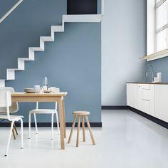 Un escalier qui mixe les bleus pour un décor unique