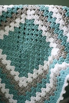 free-crochet-patterns-granny-square-baby-blanket by lesley