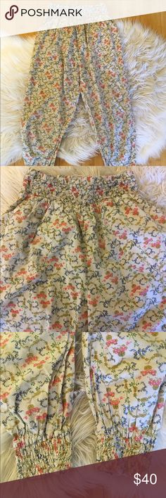 """Pins And Needles Anthropologie Floral Jogger Pants Pins and Needles Anthropologie Floral jogger pants, size Small. Elastic waist and ankles. Pocket on each side  Lying flat waist measures 10.5"""" Rise 12.5"""" Inseam 22.5"""" Leg Opening 3.5"""" Check out my other listings! Anthropologie Pants Track Pants & Joggers"""