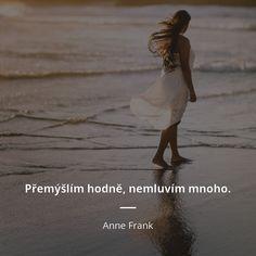 Přemýšlím hodně, nemluvím mnoho. - Anne Frank
