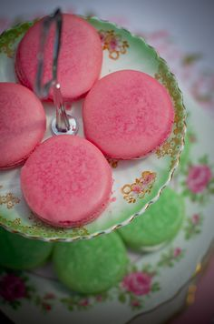 happy day out Green Rose, Pink And Green, Red Knight, Shugary Sweets, Strawberry Fields Forever, French Macaroons, Creative Desserts, Macaron Recipe, I Believe In Pink