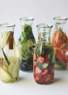 Healthy and delicious infused water recipes are a great alternative to soft drinks and usual ice lemon water. Infused Water Recipes, Fruit Infused Water, Infused Waters, Flavored Waters, Detox Drinks, Healthy Drinks, Healthy Recipes, Healthy Water, Free Recipes