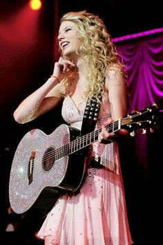 Imagem de Taylor Swift, dress, and smile Young Taylor Swift, Taylor Swift Guitar, Taylor Swift Fearless, Taylor Swift Album, Taylor Swift Pictures, Taylor Alison Swift, Taylor Swift 2006, Taylor Swift Dresses, Taylor Swift Smile