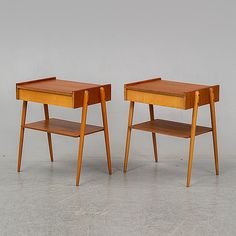 A 1950/60's pair of teak bedside tables from Carlström & Co. - Bukowskis 60s Furniture, Table Furniture, Side Table Decor, Table Decorations, Antique Auctions, Bukowski, Music Stuff, Bar Stools, Contemporary Art