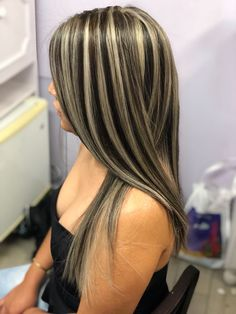 ☆***Want*Th*S* *n € xt*t*m €*☆ black hair with red highlights, blonde highl Hair Color Streaks, Hair Color And Cut, Hair Color Highlights, Brown Hair Colors, Brown Hair With Blonde Highlights, Honey Blonde Hair, Balayage Hair Blonde, Chunky Highlights, Hair Color Techniques