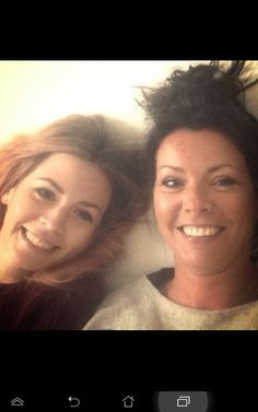 Harry Styles (One Direction) sister Gemma, L, and mom Anne, R. Harry Styles, Gemma Styles, One Direction Harry, One Direction Pictures, Anne Cox, Beautiful People, Beautiful Women, Holmes Chapel, Five Guys